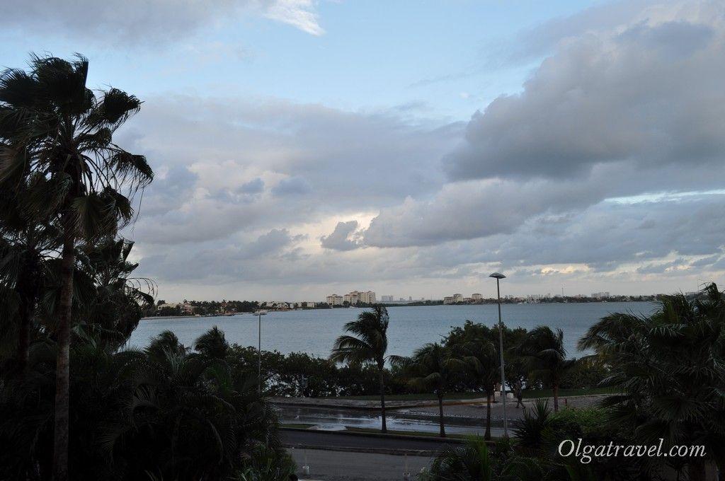 Вид со входа отеля на бухту Ничупте