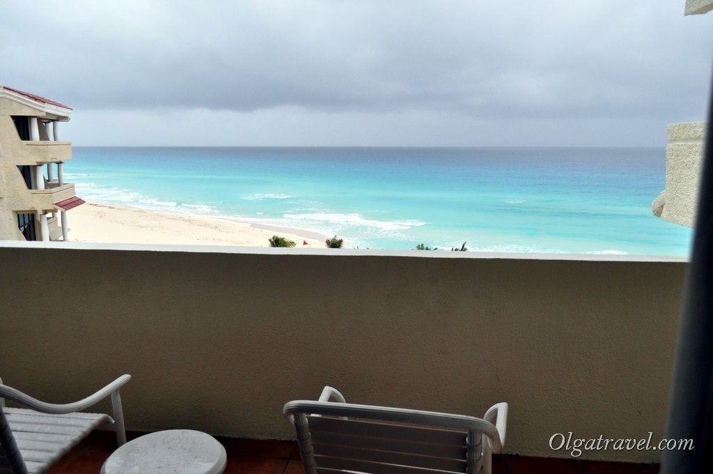 Не было бы дождя - на балкончике можно прекрасно проводить время с видом на Карибское море:)