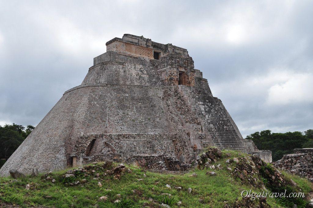 На вершине пирамиды Волшебника два Храма