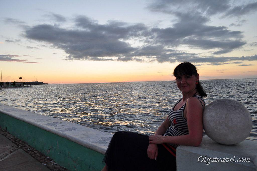 Вечерняя прогулка вдоль набережной Кампече