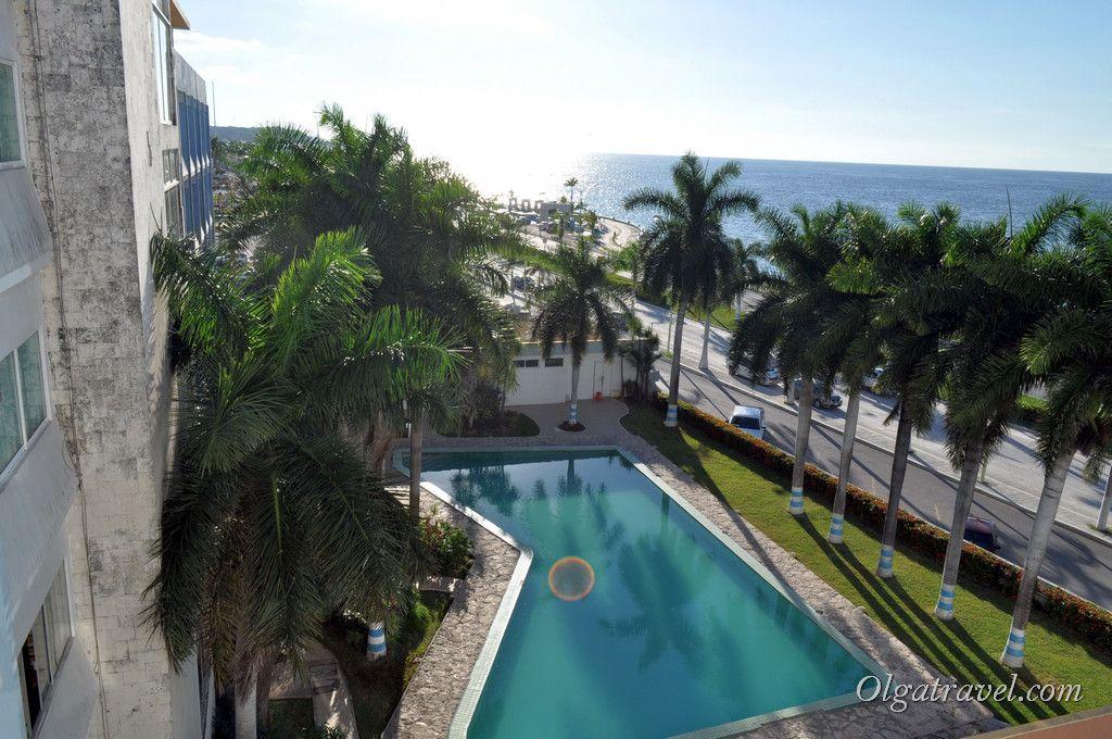 Вид из нашего номера на бассейн и Мексиканский залив