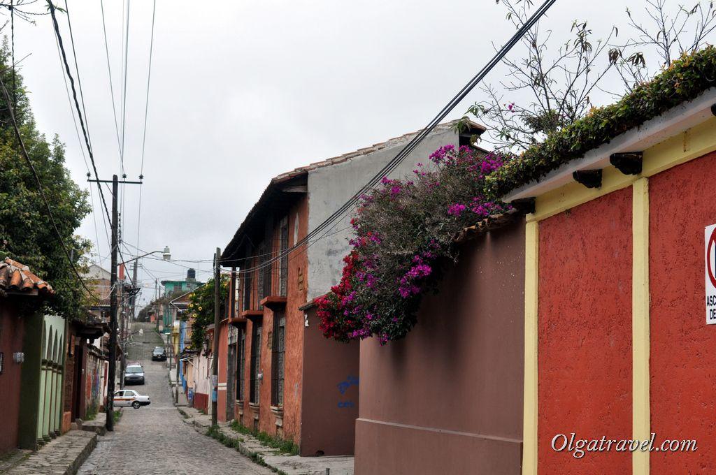 Очень узкие улочки в городе