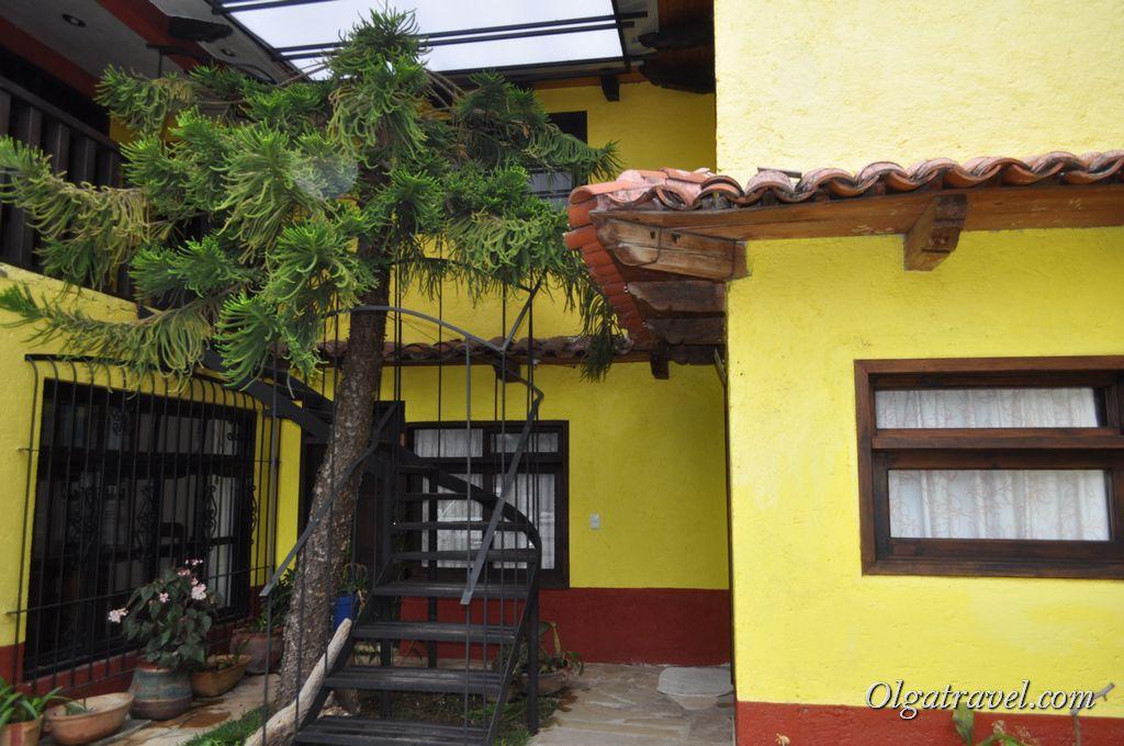 Небольшой дворик отеля Posada Sancris