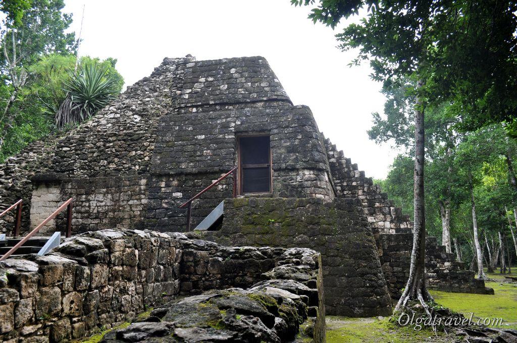 Дверь - вход в пирамиду Баламку