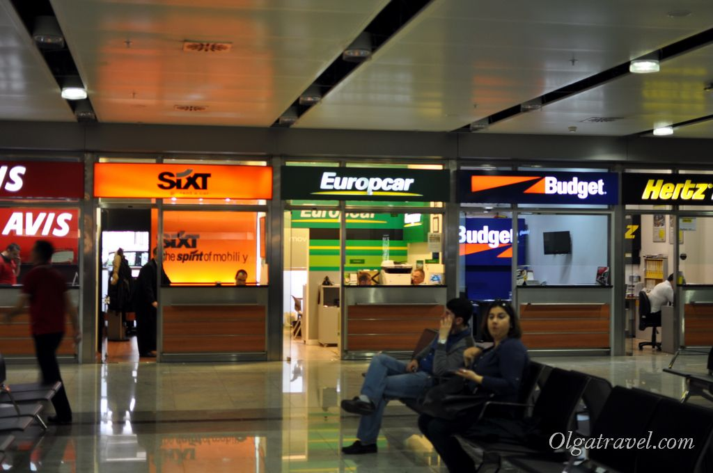 В аэропорту множество известных прокатных контор