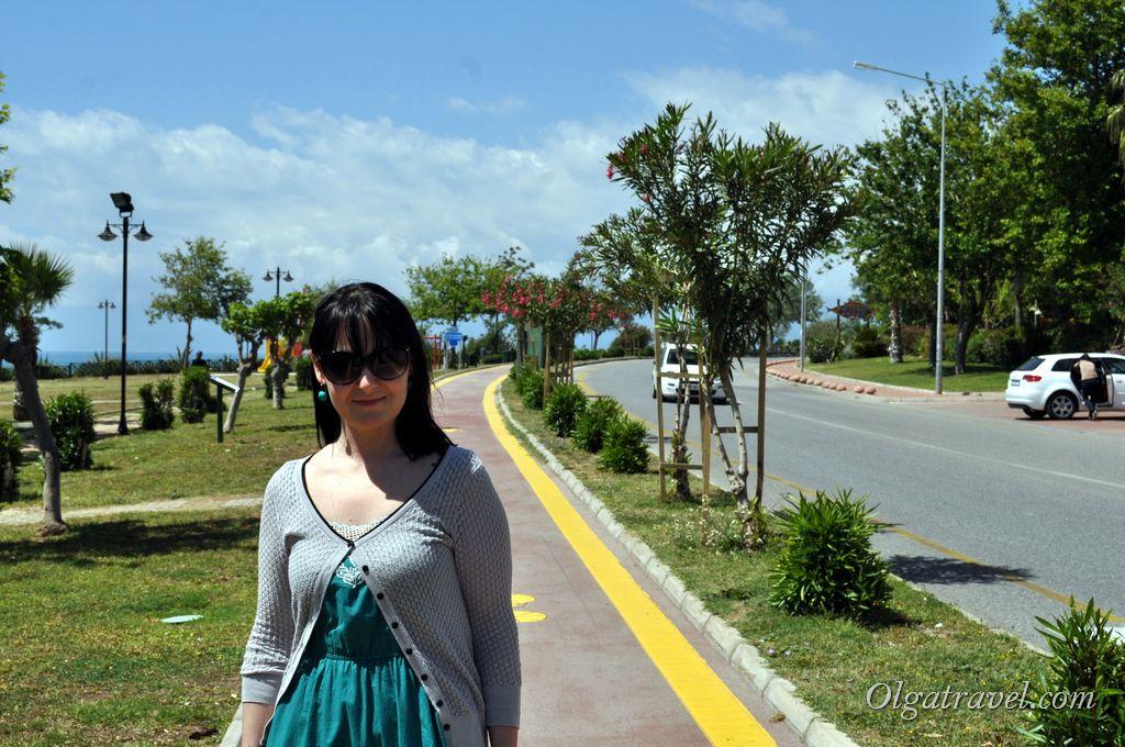 Дорожка вдоль моря в сторону центра Анталии