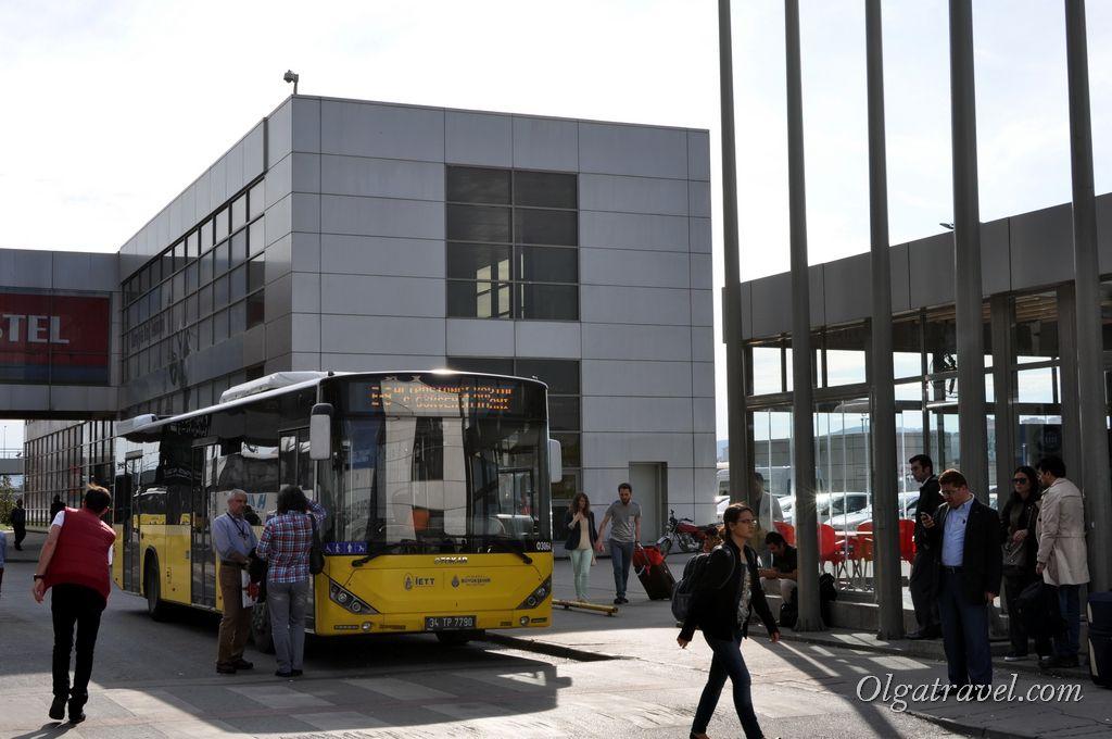 Остановка городских автобусов рядом с остановкой автобусов Хаваташ