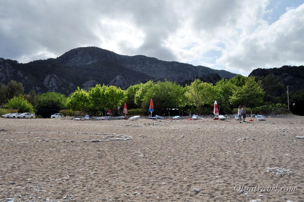 Пляж в Чирали очень широкий, места хватит всем
