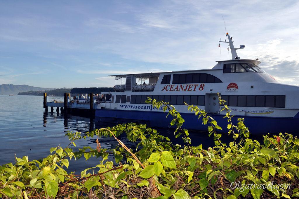 Скоростные паромы, которые курсируют между островами Себу и Бохол
