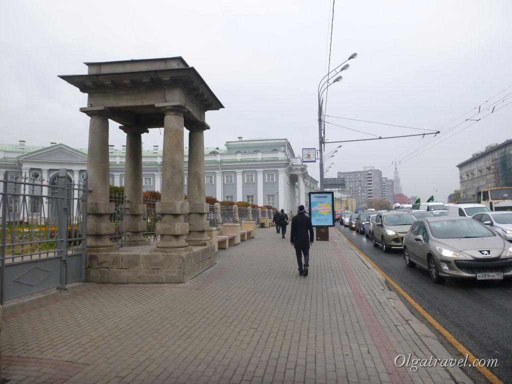 Из станции метро Сухаревская выходим на Садовое кольцо