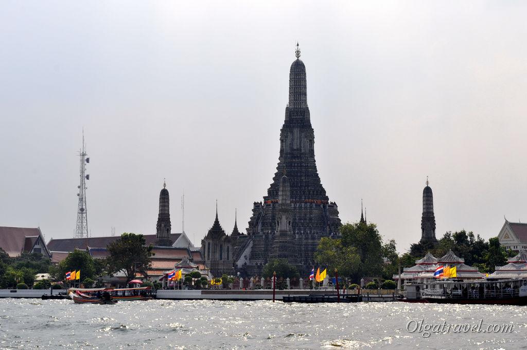 Из окон отеля Sala Arun открывается великолепный вид на Храм утренней зари - Ват Арун (мой любимый храм в Бангкоке!)
