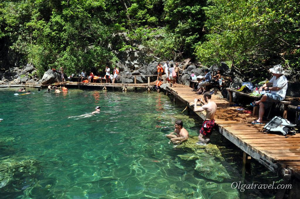 Для удобства туристов озеро оборудовано деревянными мостиками