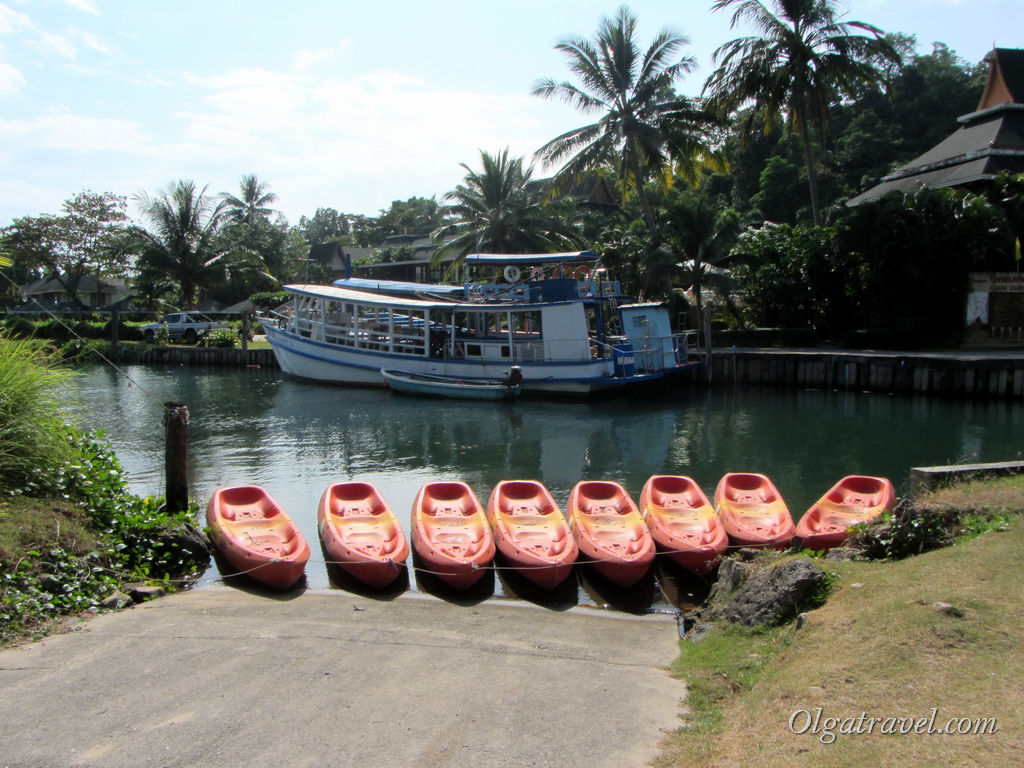 Возле отеля Chai Chet resort