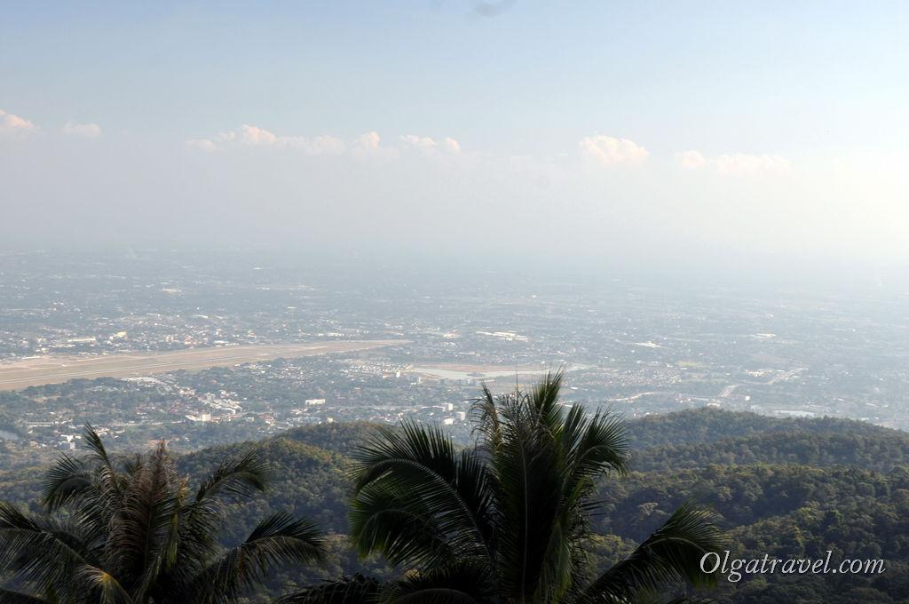 Вид со смотровой площадки Дой Сутхеп на город