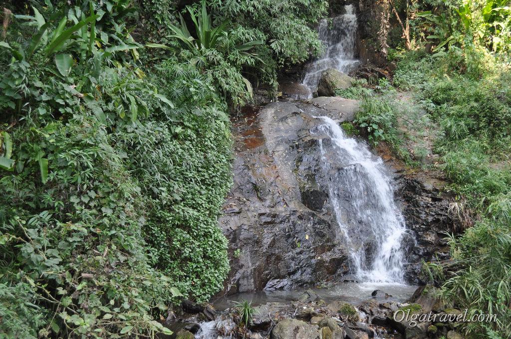 Небольшой водопадик по дороге к храму Дой Сутхеп