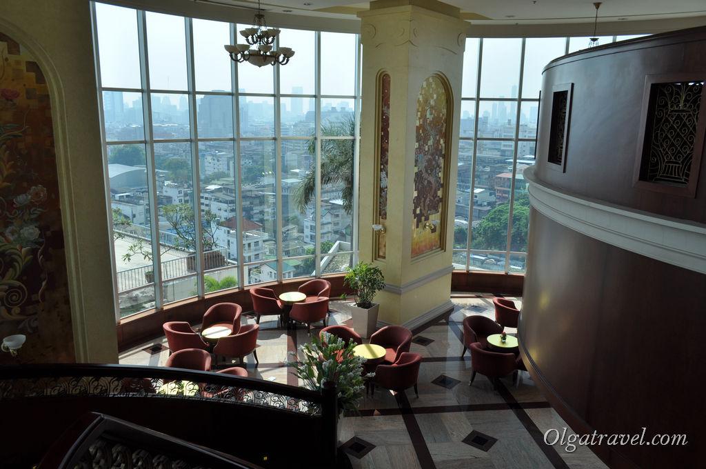 Шикарный интерьер отеля Prince Palace - красивый холл, много места для отдыха