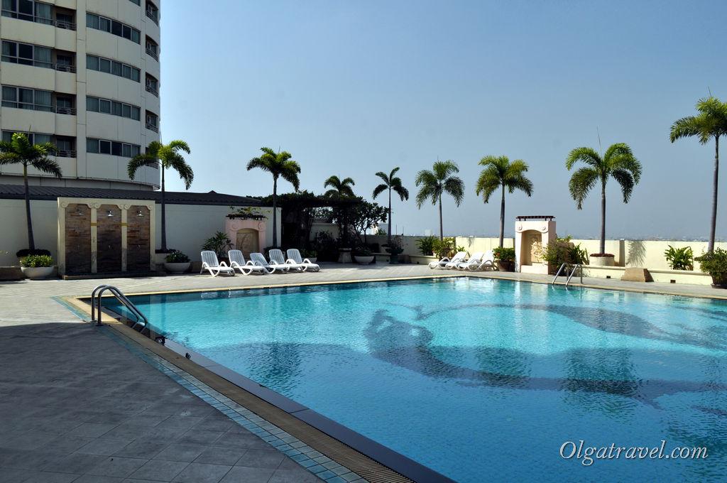 Пустой бассейн, красота :)