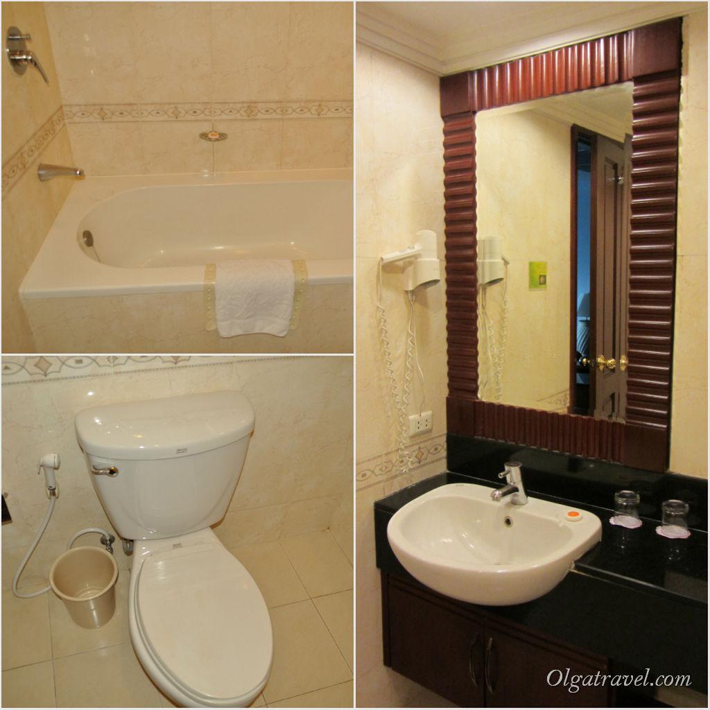 Большая ванная комната с ванной