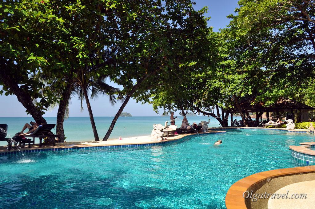 Небольшой бассейн с видом на море в Siam Beach Resort