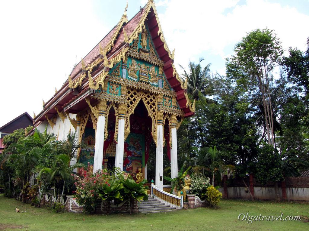Храм Wat Klong Prao в центральной части Клонг Прао