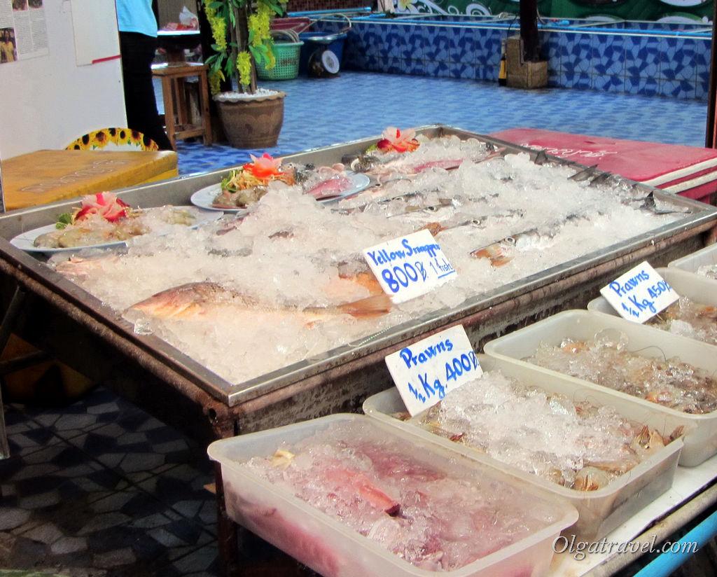 Цены на рыбу и морепродукты в Банг Бао совсем недешевые. Например, пол кило креветок 400 бат