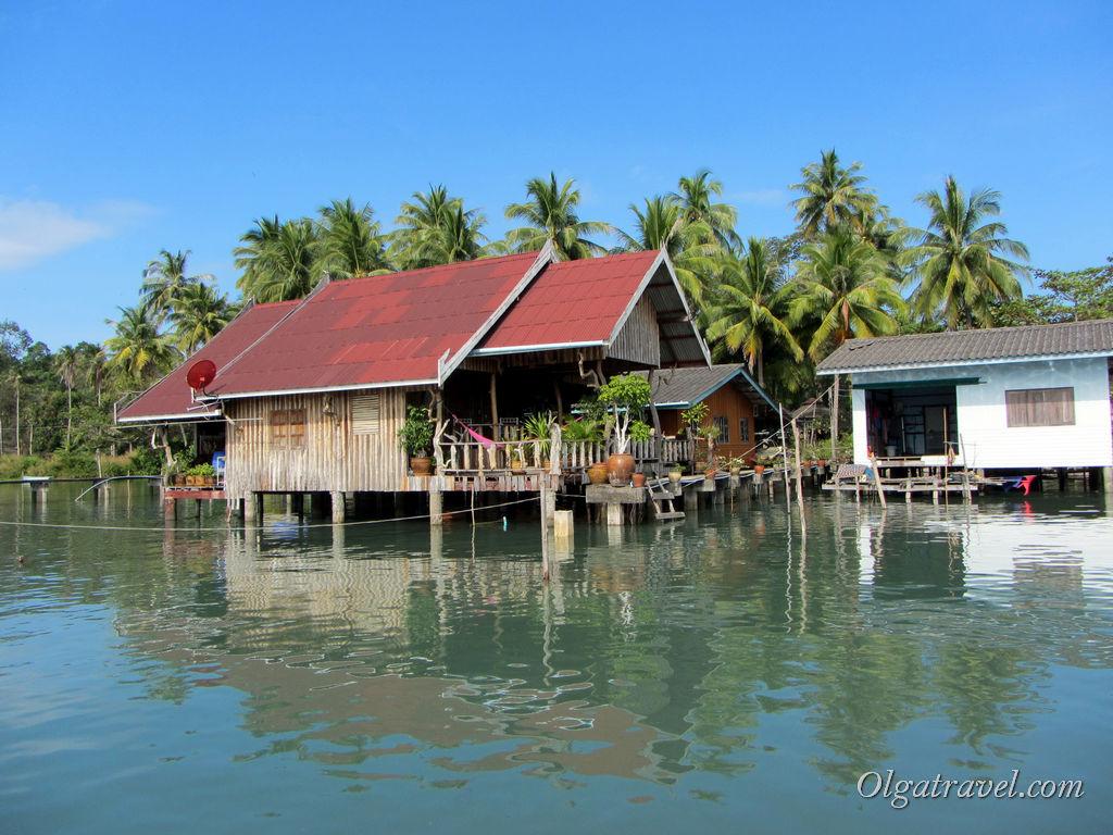Симпатичные домики на воде это отели