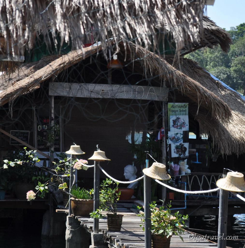 Один из ресторанчиков на пирсе Банг Бао
