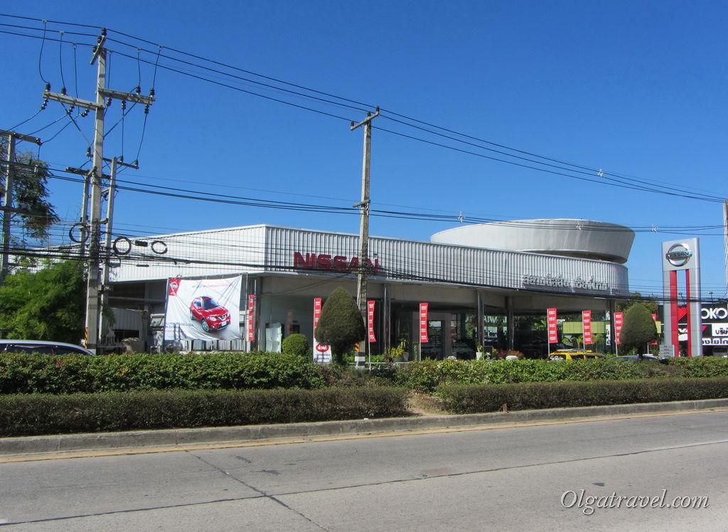 Klaimor Hospital находится по дороге из центра в транспортный офис, напротив Nissan, немного не доезжая Теско