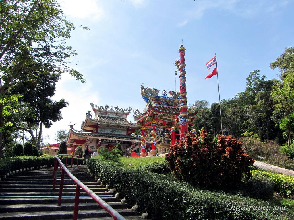 Китайский храм на холме