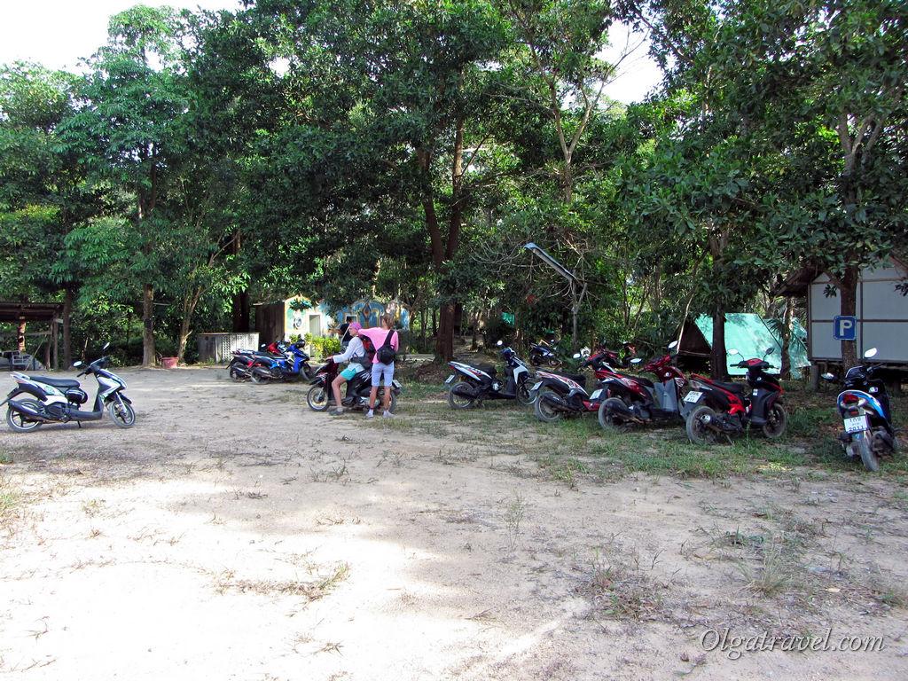 Большая парковка возле пляжа Лонг Бич