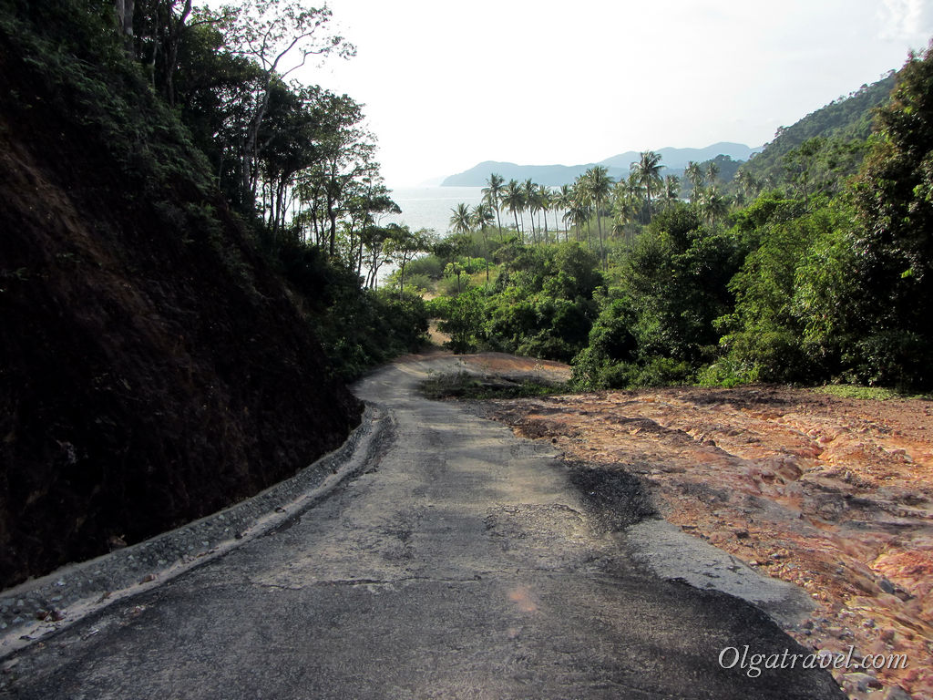 Koh_Chang_Long_Beach_road_4
