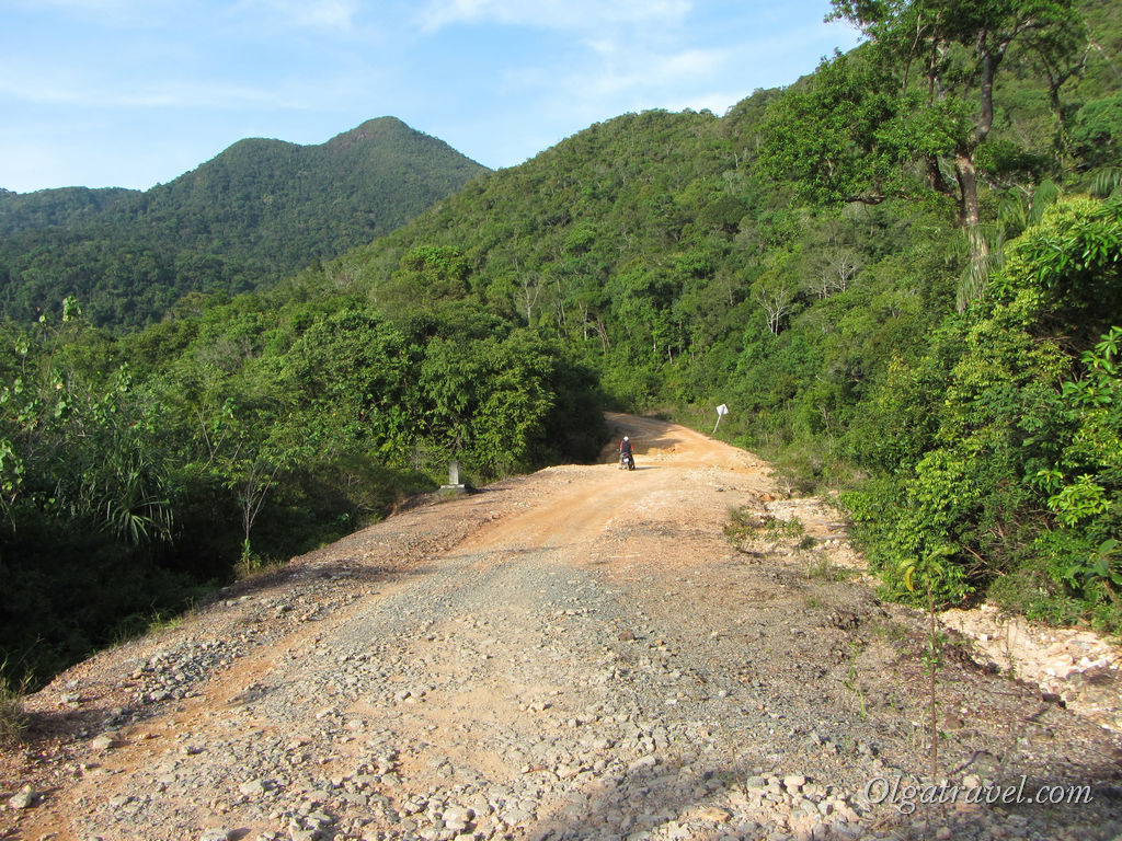 Koh_Chang_Long_Beach_road_5