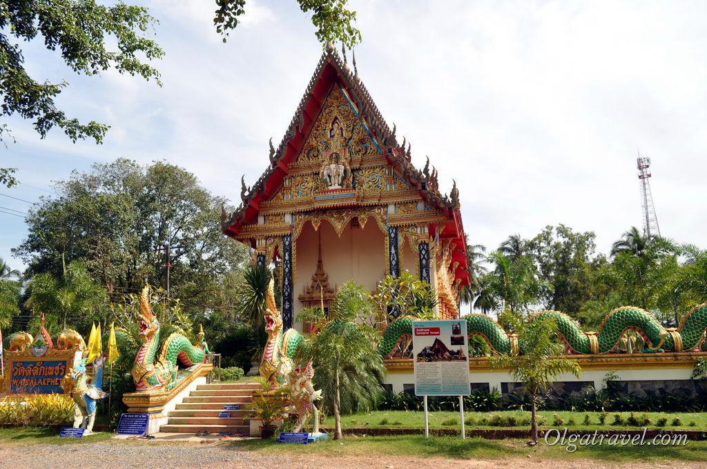 Вход в храм Ват Салак Пхет платный