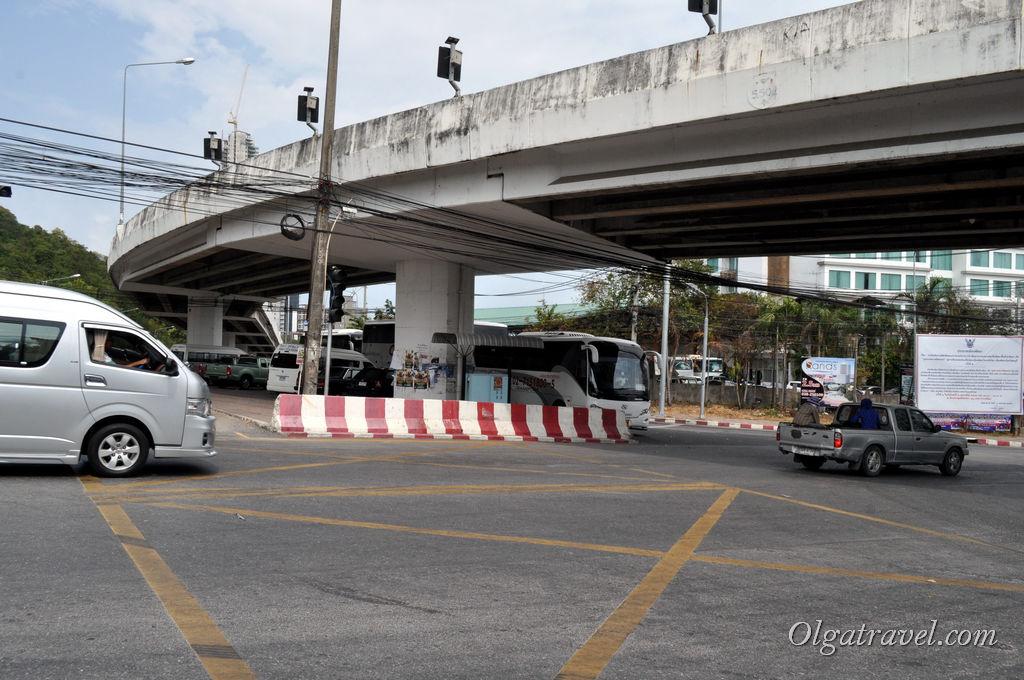 Выходим возле этого моста на светофоре