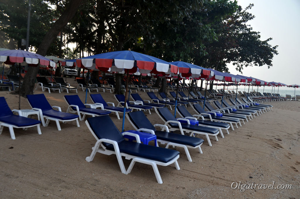 Раннее утро, пляж в районе Пратамнак