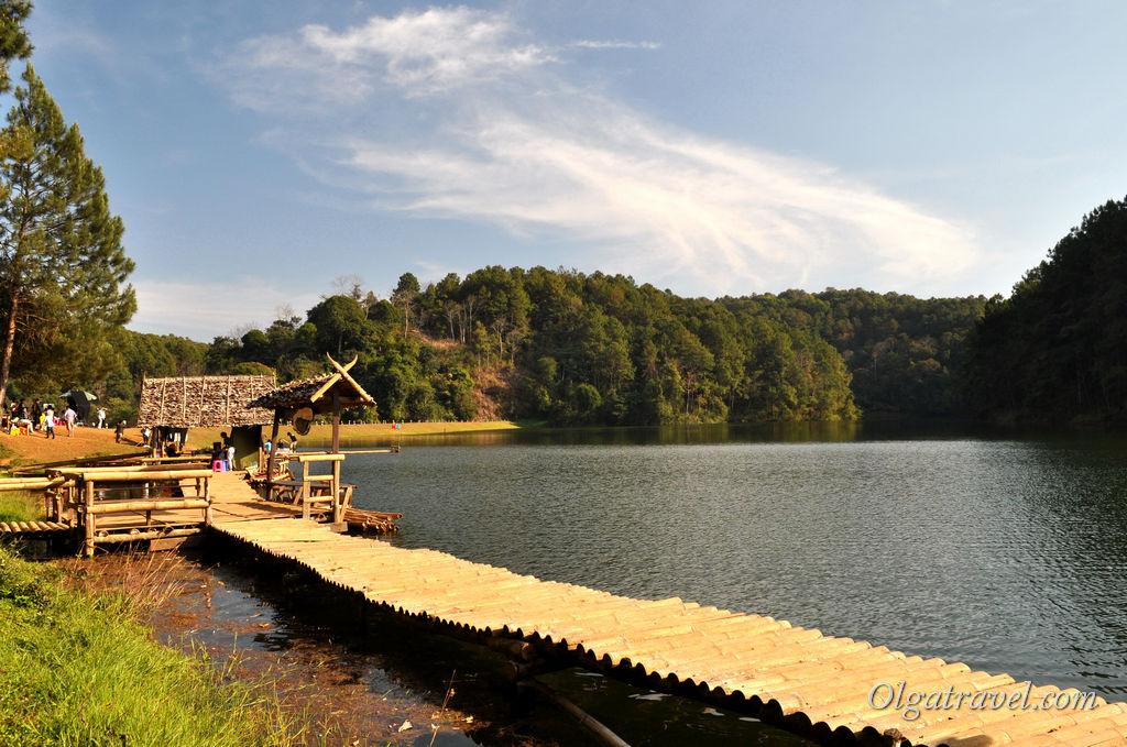 """Озеро в сосновом лесу. Это место называют """"тайская Швейцария"""""""