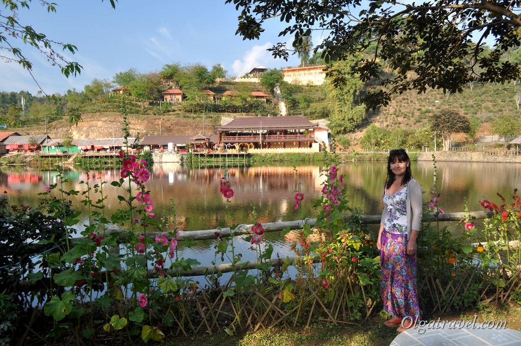 Симпатичные пейзажи китайской деревни Ban Rak Thai