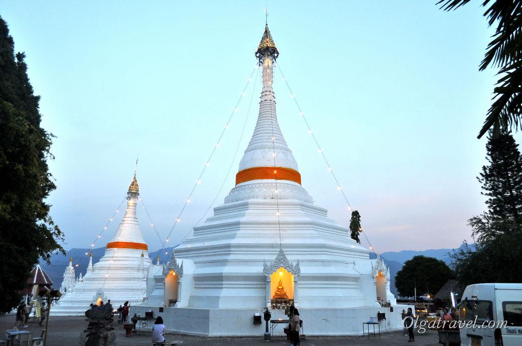Храм на горе в Мае Хонг Соне