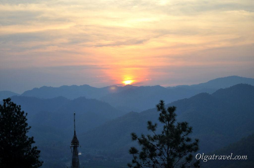 Закат в Мае Хонг Сон