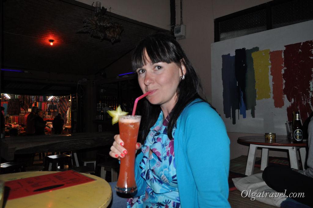 Вкусные коктейли в баре - то что надо после длинного и насыщенного дня!