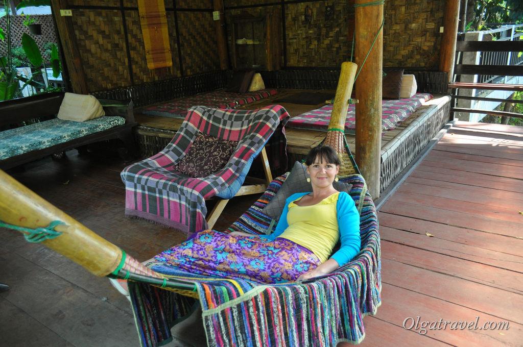 Отдыхаю возле реки в Little Eden Guesthouse