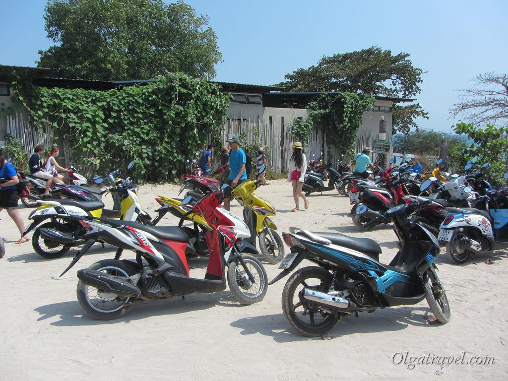 В субботу днем все байки были разобраны :( Одна из парковок возле пляжа