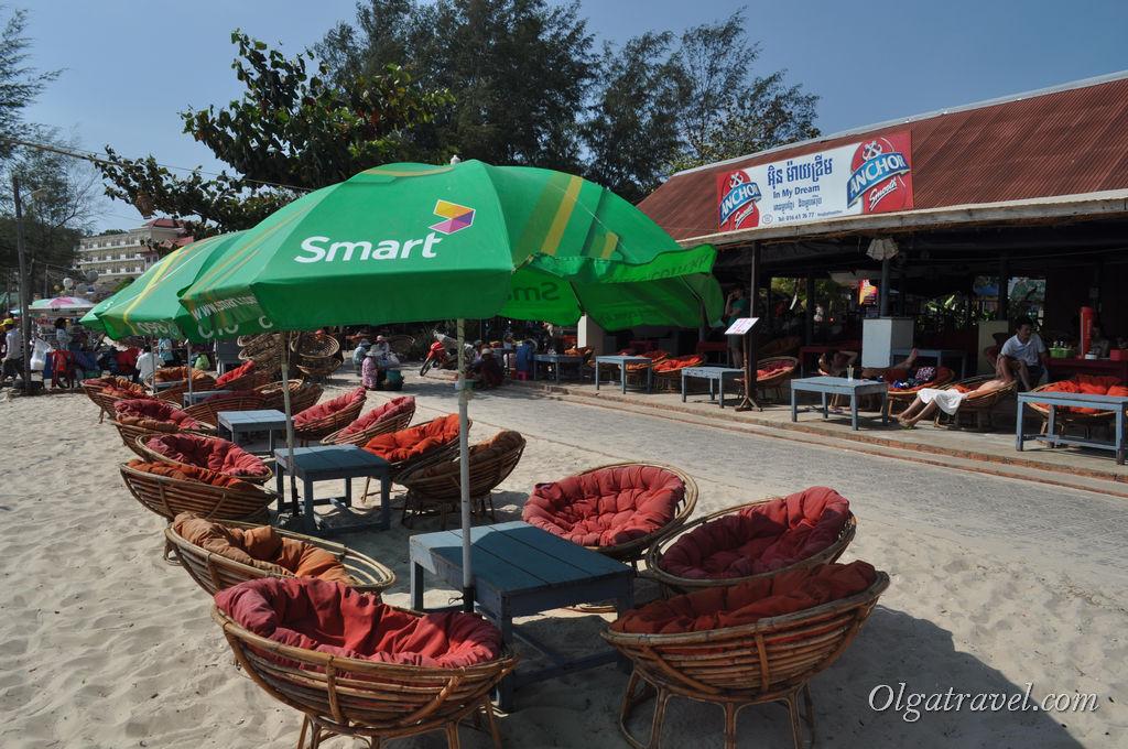 И очень удобные стульчики в пляжных барах