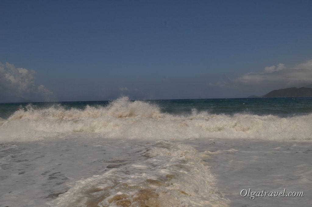 море Нячанг волны