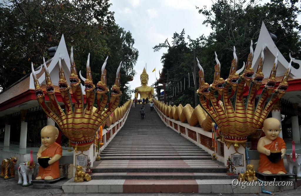 Подъем к статуе Большого Будды не сложен