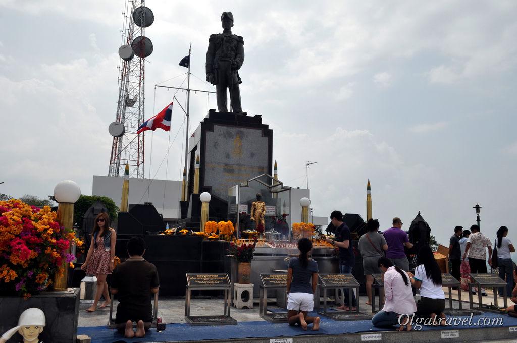 Памятник адмиралу Крому
