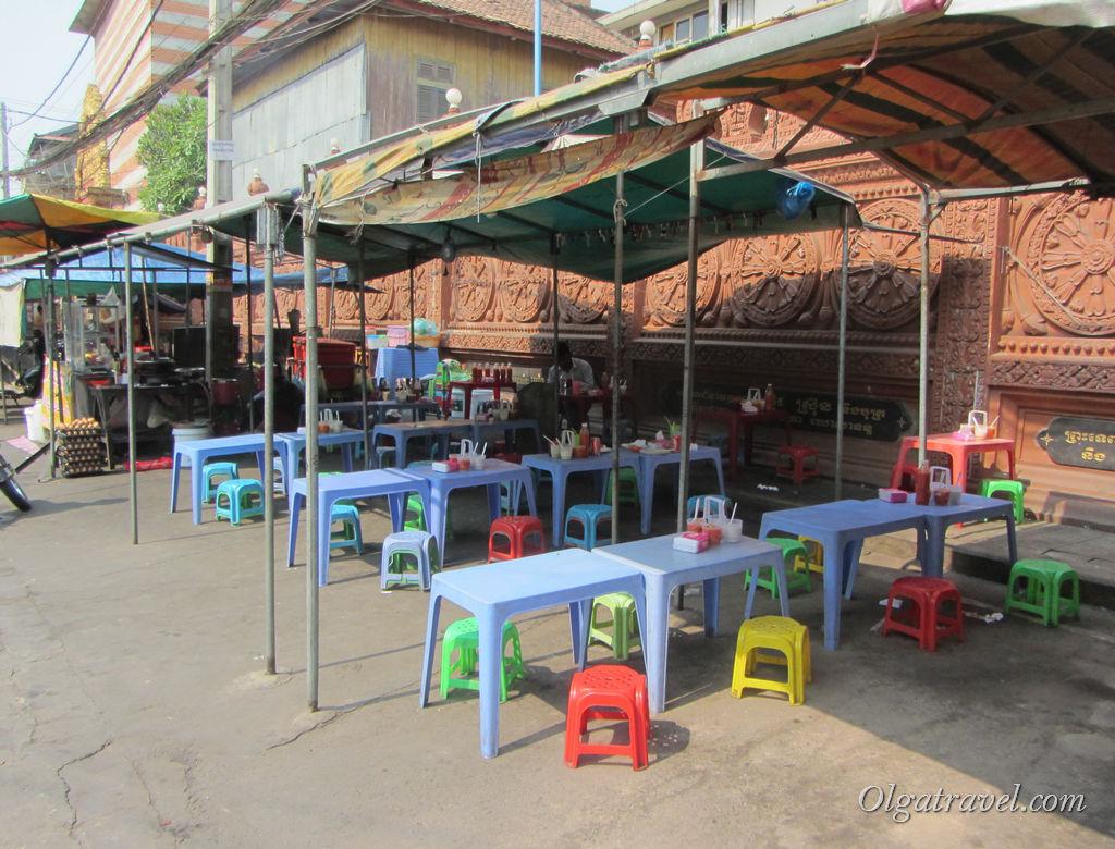 В местных кафе мы не рискнули кушать в Камбодже
