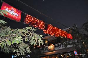 Паб стрит и реклама местного пива Анкор. Я вот не помню, а у нас реклама пива разрешена?