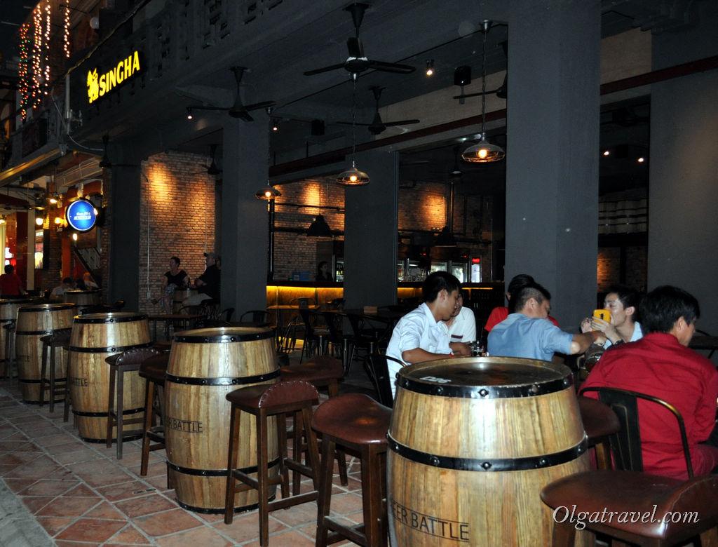 На Паб стрит много симпатичных баров, которые так и манят зайти, выпить по коктейлю или соку :)