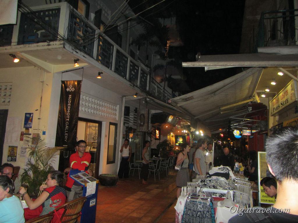 Пассаж в Сием Рипе - еще одна улочка с барами и ресторанами